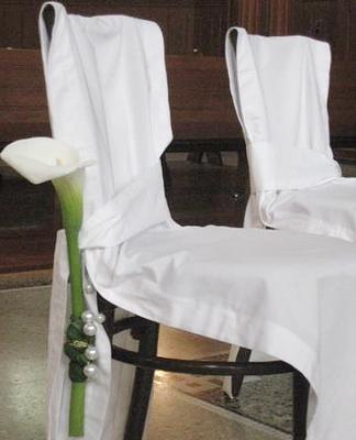 8 weisse Stuhlhussen (gängig für alle Stuhlmodelle) 100% Baumwolle > Fr. 15.–/Stk.