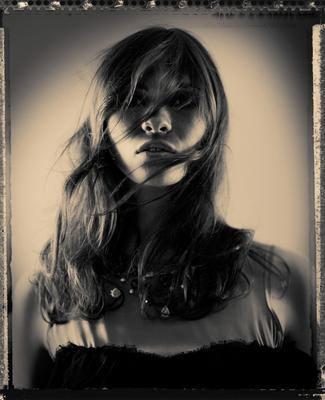 Model: Karla Kuhlmann (PMA), Styling: Patrick Rinkel (Liganord), Hair & Makeup: Rebecca Herrmann (Liganord)