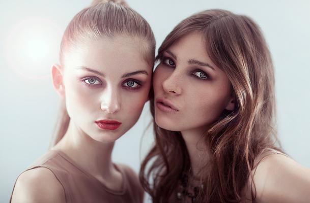 Models: Julia Wulf (Modelwerk), Karla Kuhlmann (PMA), Styling: Patrick Rinkel (Liganord), Hair & Makeup: Rebecca Herrmann (Liganord)