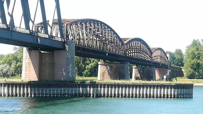 125 Jahre Rheinbrücke Wintersdorf vom Radwg badische Seite, © Peter Diziol