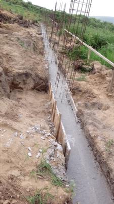 Zuerst Beton - darauf werden die Natursteine gemauert