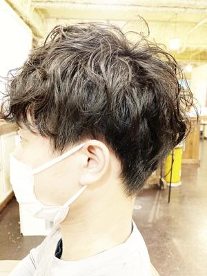 20代 会社員 クセ毛を活かしたカット・ヘッドスパ ¥5,350
