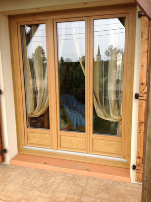 Porte-Fenêtre PVC 2 vantaux plus fixe, LAUVIE Menuiserie, plaxé Bois Chêne Irlandais