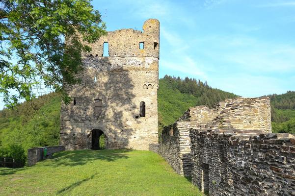 Burgruine Balduinseck zwischen Buch und Mastershausen