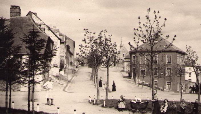 Um 1900 entstand diese Aufnahme der Bergkapellstraße von Te Baaten aus gesehen. Die Zwillingsstraßen sind deutlich zu erkennen.