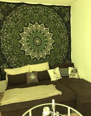 Mandala Wandtuch in grün im Wohnzimmer