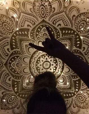 Als Fotohintergrund in der WG nicht mehr weg zu denken: Konzentrische Mandala Tücher