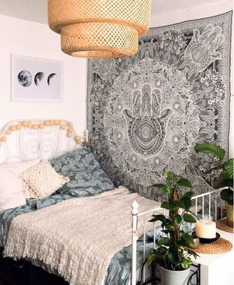 Hamsa Wandtuch im Schlafzimmer