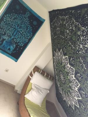 Dachschräge mit Wandtuch Dekoration