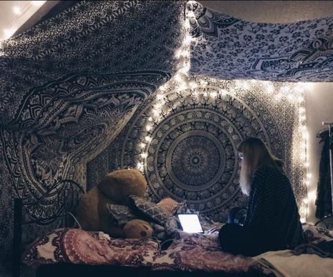 Wandtücher und Lichterketten Paradies