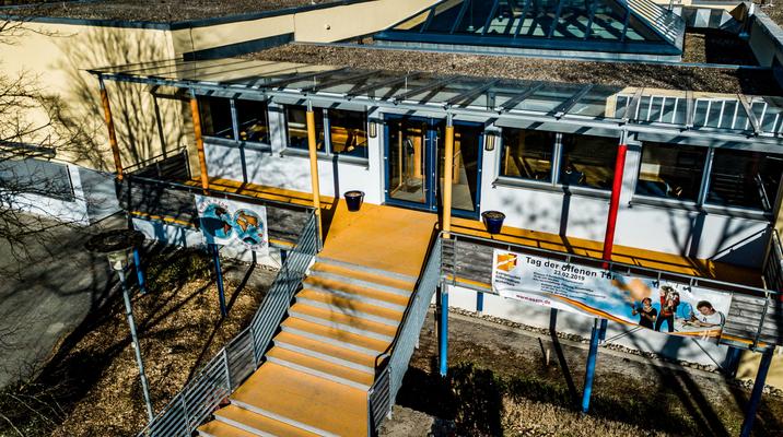 Vordach, Schule Michelbach
