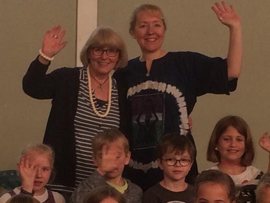 Grundschullehrerin Ingrid Weegen-Martin mit Meggy Kantert