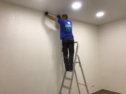 Восстановление натяжного потолка. Заправляем заглушку.
