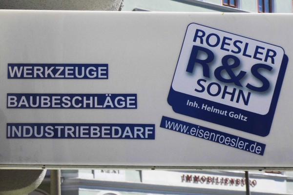 Verklebung & Montage eines Auslegers der Firma Rösler & Sohn