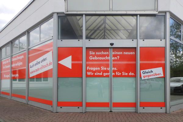 Gestaltung und Verklebung der Fensterfronten Autohaus Elitzsch Niesky