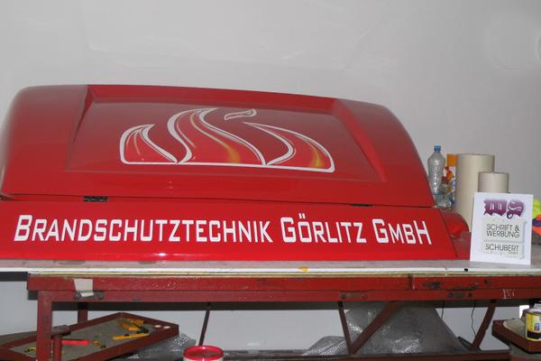 Gestaltung und Verklebung eines Spoilers für die Brandschutztechnik Görlitz
