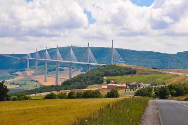 Le Viaduc de Millau ©A.Arnal