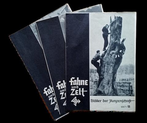"""Exemplare der Zeitschrift """"Fahne und Zelt"""", die für die Jungenschaft der DJO herausgegeben wurde, 1957"""