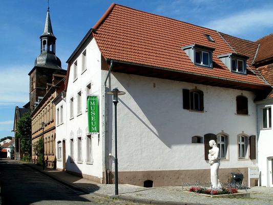 Stiftshof des Stifts St. Arnual von 1730, Heute Sitz des Heimatmuseums
