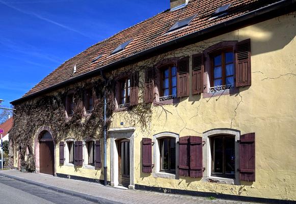 Bauernhaus aus dem 15. Jahrhundert mit Scheunentor von 1776