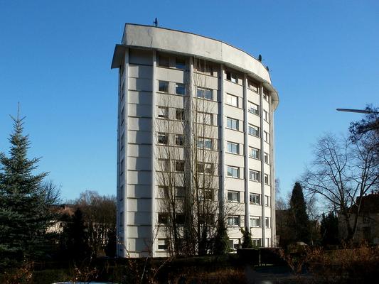"""Halbrundes """"Beamtenwohnhaus"""" von 1953 im sog. """"Habitat Stockenbruch"""" verwirklicht nach Entwürfen von Jean Schoffit"""