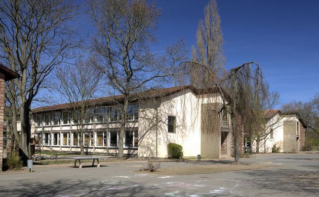 Grundschule Hoehe Wacht von 1959. Architekt war Peter Paul Seeberger.