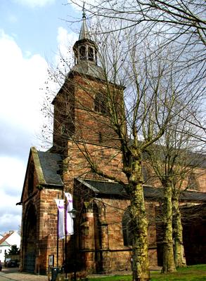 Der ganze Stolz von Daarle: Die evangelische Stiftskirche aus dem 14. Jahrhundert. Nicht nur von außen ein Juwel.