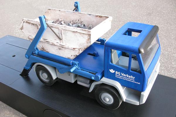 BG Verkehr, funktionionsfähiges Messemodell ( durch Kugeln lässt sich der Container abladen)