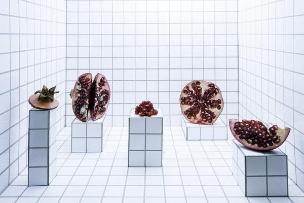 Fooddesign und Miniaturset mit Granatapfel