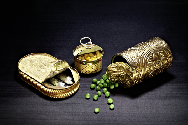 Goldene Konservendosen, Lebensmittelverpackungen /  Foodstyling, Foto: T. Schober