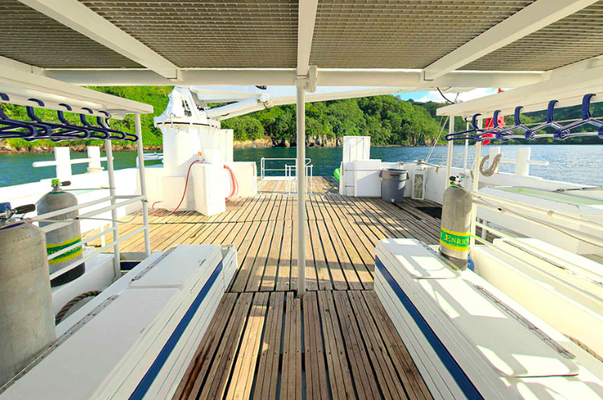 Diving platform of the ship Seahunter in Cocos Island, ©Unterseahunter Group