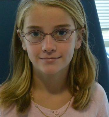 11-jährigen Denisa Nachweis der Sehverbesserung von 10% auf 80%.