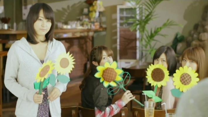 Yurika kommt mit einer Extra Blume auf sie zu ---