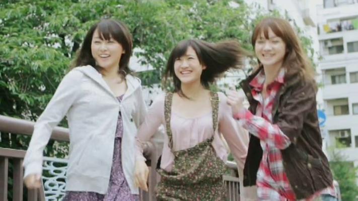 Yurika entdeckt einen Bastelladen und alle sind begeistert von ihrer Idee Sonnenblumen zu basteln!