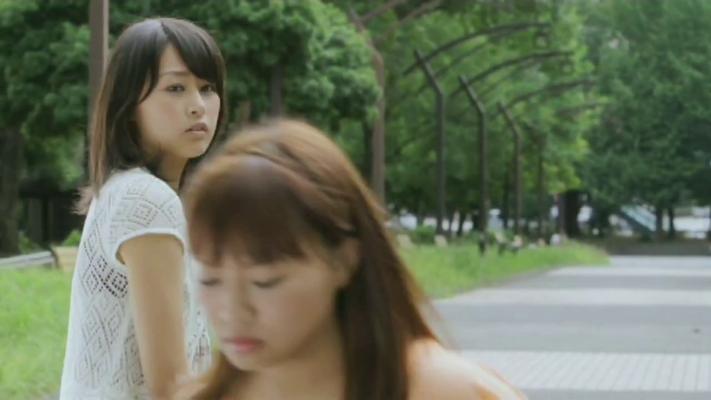 Danach rennt sie davon. Yurika ist enttäuscht, weil Aina weggelaufen ist