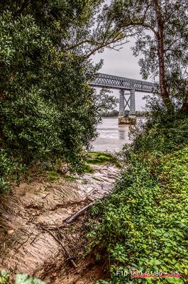 (Couleurs) Estey en bordure du chemin de randonnée, depuis le port de Cubzac-les-ponts. Samedi 26 septembre 2020. Photographie HDR © Christian Coulais