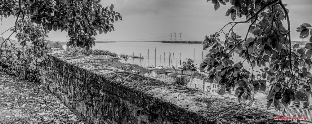 (Noir et blanc) Le belvédère de Bourg-sur-Gironde. Samedi 26 septembre 2020. Photographie HDR © Christian Coulais