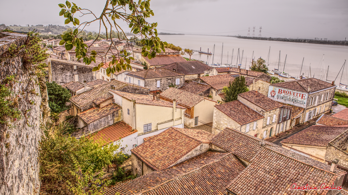 La ville basse de Bourg-sur-Gironde depuis le belvédère. Samedi 26 septembre 2020. Photographie HDR © Christian Coulais