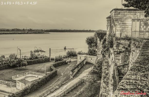 (Noir et blanc) Piscine municipale et rempart naturel du château de Bourg-sur-Gironde. Samedi 26 septembre 2020. Photographie HDR © Christian Coulais