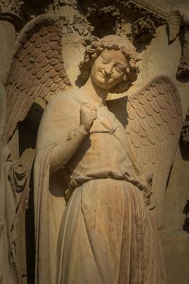 Lachender Engel vor der Kathedrale von Reims