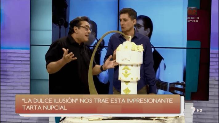 Tarta de boda tres pisos. Tarta de boda 3D. Tarta de boda en television. Gente como tu, Antonio Hidalgo con tarta de boda. La dulce ilusion Cartagena.
