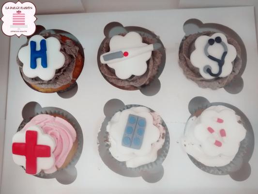 Cupcakes personalizados de medico y enfermera en Cartagena, Murcia. Sabor nata. Cupcakes personalizados para  enfermo de hospital en Cartagena, Murcia.