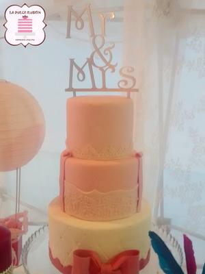 Tarta de boda fondant de 3 pisos. Pastel de boda con fondant en Cartagena, Murcia. Tarta de boda espectacular.