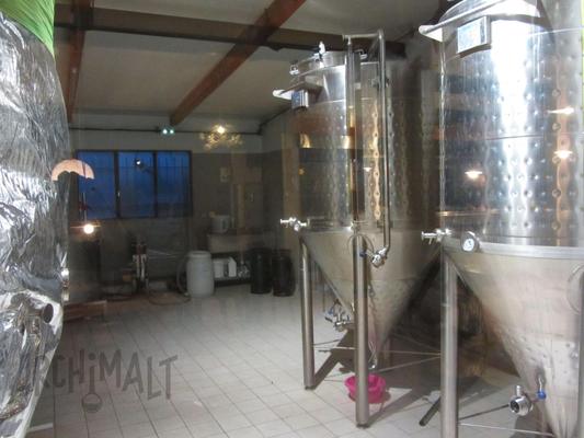 Les cuves de fermentation d'un microbrasserie proche de Chambéry
