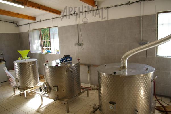 La salle de brassage d'une microbrasserie proche de Chambéry