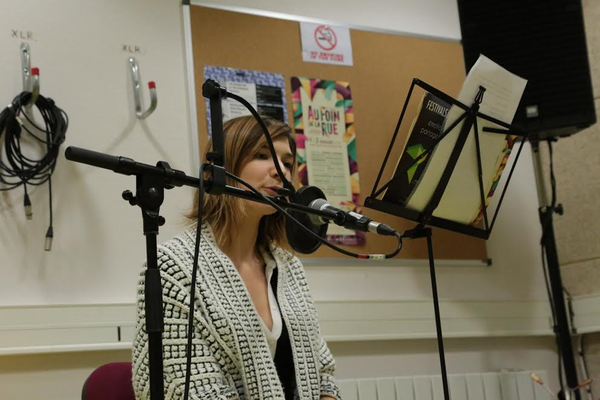 """©Marina Guittois - Enregistrement de voix pour la présentation des artistes sur le site """"Au foin de la rue"""""""