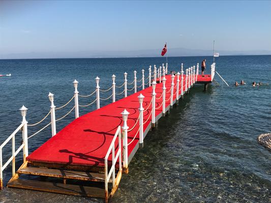 """Badesteg des Hotels """"Altıner"""" kurz vor Küçükkuyu"""