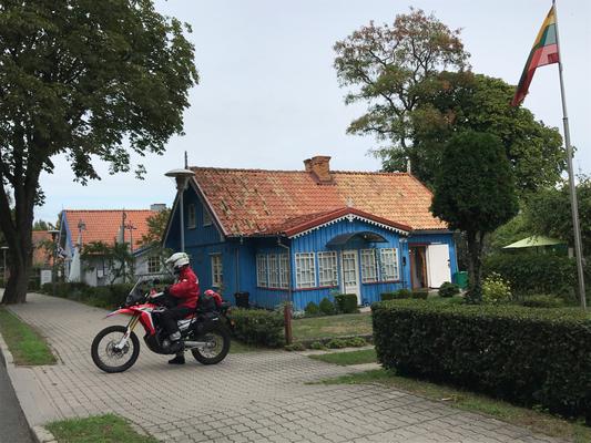 Bunte Holzhäuser in Juodkrante