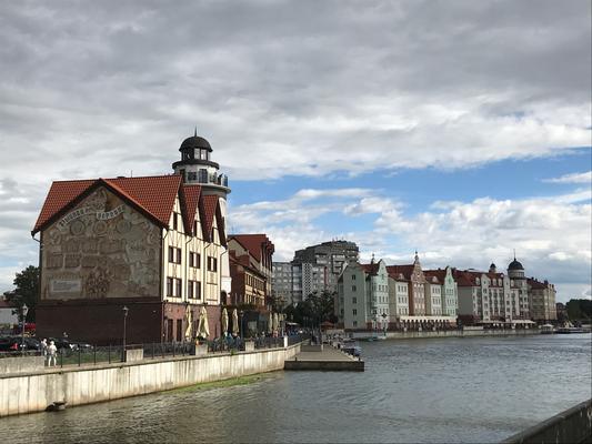 Blick auf das modern, aber mit historischen Anleihen aufgebaute Fischdorf
