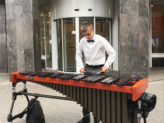 Riga: Straßenmusikant
